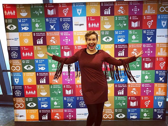 Got inspired at the Global Goals World Cup NYC today! The special guests @nikolajwilliamcw (Game of Thrones) @akon @crownprincehaakon @erna_solberg (prime minister of Norway) were impressive and I was so happy to get a picture with AKON!!! But to me the real stars of this event were the brave women's rights activists who shared their stories about fighting for gender equality in Iran and Afghanistan and the Hall of Fame Rhythmic Gymnast, Jessica Howard, for advocating against child sexual abuse in sports. #unitednations @theglobalgoals @unwomen @sapnextgen #globalgoals #womensrights #childabuseawareness #sports #ggwcup #sheinnovates #gameofthrones #nikolajcosterwaldau #akon #primeminister #bravewomen #makingachange