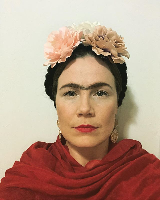 Happy Halloween!! #fridakahlo #inspiringwomen #halloweencostume #idol #powerfulwomen #happyhalloween #ilovehalloween #dressup #costume #unibrow #braids #flowers