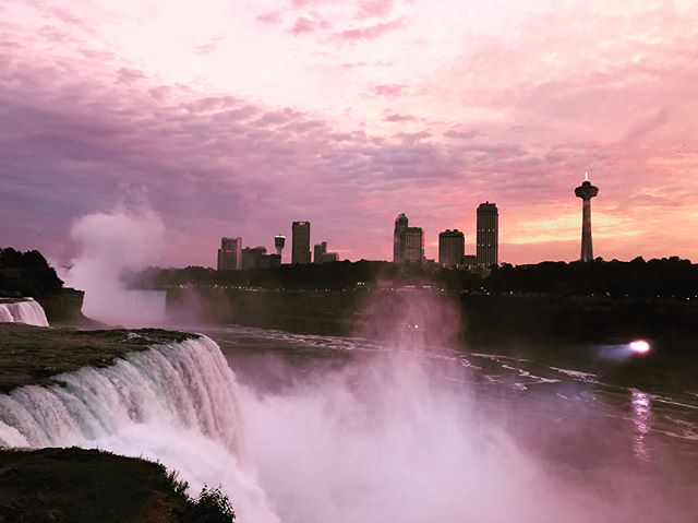 The force of water at Niagara Falls was so powerful that it both falls down and rises up. See the pictures of the view with the sunset and without. ;) @niagarafallsusa #niagarafalls #roadtrip #ny #newyork #canada #beautiful #waterfall #sunset #photography